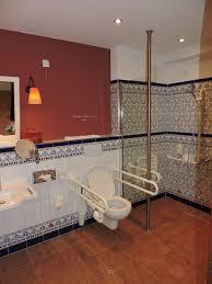 chambre d hote europa park salle de bain de la chambre pour handicapé à l hôtel andaluz