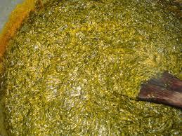 bonne cuisine camerounaise okok salé sucré au jus de noix et aux arachides
