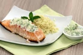 cuisiner pavé saumon recette de pavé de saumon sauce raïta et riz curry facile et rapide