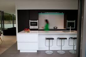 cuisine silestone credence cuisine blanc laque 14 terra architectes de la cuisine