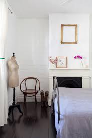 deco chambre romantique une chambre romantique avec un lit en métal le temps suspendu