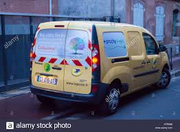 bureau poste toulouse an electric renault tech kangoo post office toulouse stock