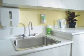 1 5 Gpm Kitchen Faucet Faucet Com 26c3943 In Chrome By Delta