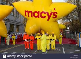 balloon handlers await the start of the macy s thanksgiving day