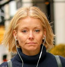 kelly ripper hair style now kelly ripa removes her tv make up for casual stroll in new york