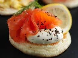 canapés saumon fumé mini canapés blinis fromage frais et ciboulette gourmets de