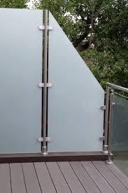 balkon sichtschutz aus glas die besten 25 windschutz glas ideen auf