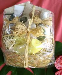 spa gift basket deluxe pering women s spa gift basket