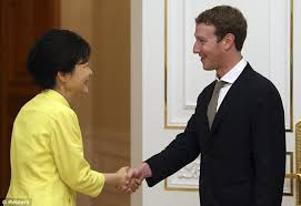 where u0027s the hoodie mark zuckerberg dons suit for meeting with