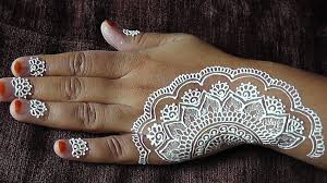 how to do an easy white henna design on your hands youtube