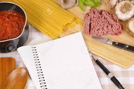faire un livre de cuisine faire spaghettis bolognaise avec des ingrédients italiens et vierge