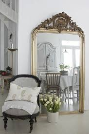 grand miroir chambre comment décorer avec le grand miroir ancien idées en photos