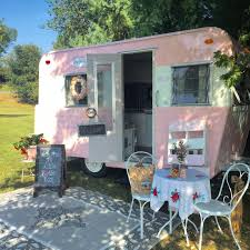 Seeking Trailer Fr Local Hairstylist Amanda Cocanougher Bought An Trailer On