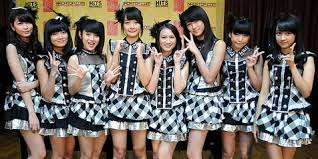 desain baju jepang kostum jkt48 dibuat oleh desainer indonesia dan jepang kapanlagi com