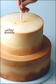 how to use wood dowels in stacked cakes