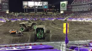 grave digger 30th anniversary monster truck monster jam grave digger 2016 tampa mud hole freestyle youtube