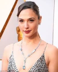 woman with necklace images Oscars 2018 gal gadot wears a tiffany necklace with 1000 diamonds jpg