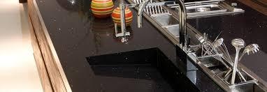 plan de travail cuisine noir pailleté plan de travail negro stellar bordeaux hm deco