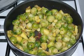 cuisiner des choux de bruxelles choux de bruxelles caramélisés aux pommes ô délices de nanou