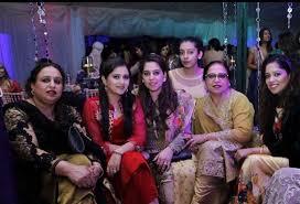 amir khan u0027s parents slam his wife for her un islamic dress code as