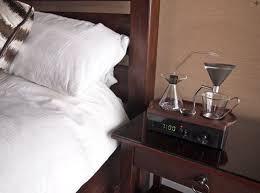 sveglia comodino ecco la macchina per caffè con la sveglia da comodino