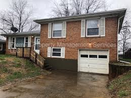 tri level large 3 bed room 1 5 bath tri level home rentals louisville ky