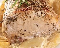 cuisine roti de porc en cocotte recette rôti de porc à l ail au thym et rattes au four