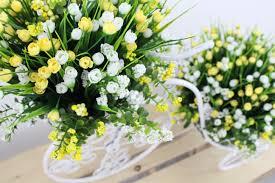 Gambar menanam manis kuning Flora musim bunga putih riang