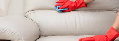 comment nettoyer un canapé en cuir jaune comment détacher un canapé en 5 gestes clefs cdiscount