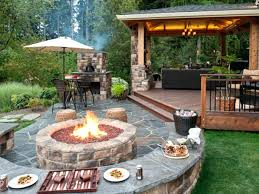 Backyard Fireplaces Ideas Small Backyard Fireplace Like The Brick Color Garden Design