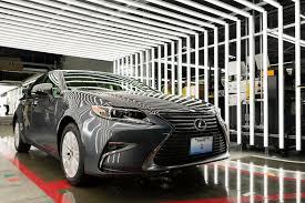 lexus es hybrid video 2016 es 350 is lexus u0027 first us built car w video
