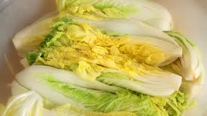 traditional napa cabbage kimchi recipe maangchi com
