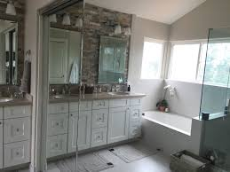 bathroom renovation company gives tips for an inviting guest bath