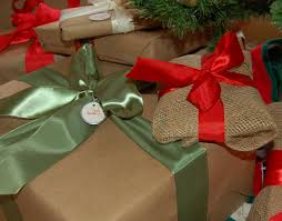 wrapping presents in burlap and kraft paper