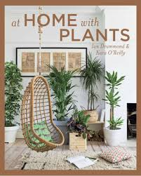 at home with plants amazon co uk ian drummond 9781681882819 books