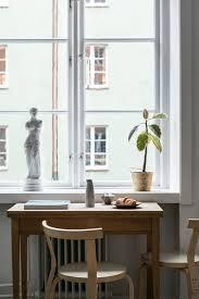 cozy apartment with a pop orange inattendu