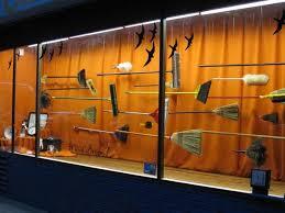 21 amazing window displays mannequin mall
