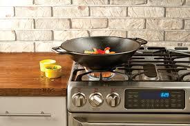 amazon com lodge p14w3 seasoned cast iron wok 14 inch kitchen