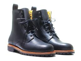 17 best leather lace up boots gq