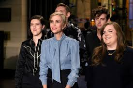 snl review kristen wiig hosts and can we move past the election