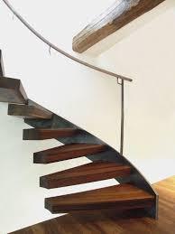 stahl holz treppe holztreppen treppen aus holz und stahl spitzbart treppen