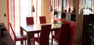 raumteiler küche esszimmer wohnzimmer und esszimmer in intensiven farben häfele
