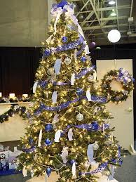Christmas Decorations In Blue And Brown by 25 Beautiful Christmas Tree Decorating Ideas