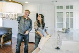 fixer upper u0027 premiere chip gaines u0027 eight awkward moments