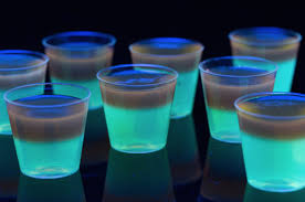 vodka tonic blacklight glowing jell o shots recipe glow party ideas delish com