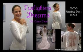 twilight wedding dress fan checks out s wedding dress twilight lexicon