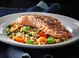 cuisiner avec du gingembre quinoa aux légumes gingembre et sésame accompagné de saumon recette