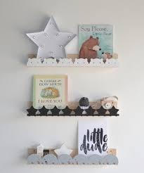 étagères chambre bébé décor mural les étagères pour enfants jool décoratrice