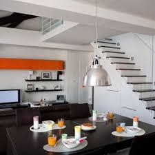 escalier entre cuisine et salon un escalier dans le salon côté maison