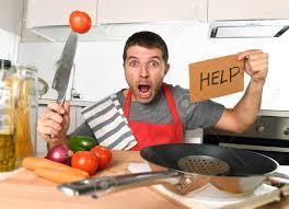cuisine a domicile homme terrifié cuisine à domicile portant cuisinier tablier